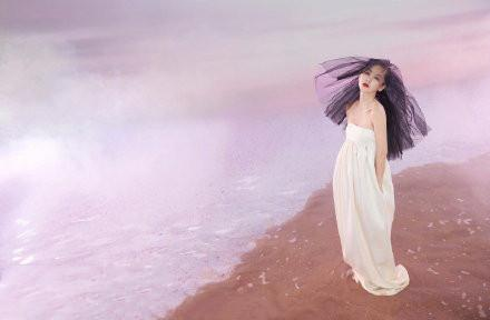 名门泽佳:王子文水上裸背大片来袭!一身流苏镂空针织造型雅致大气