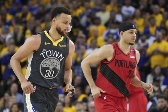 史上第一次分區決賽,親兄弟做對手!那大小Curry在系列賽是什麼數據?