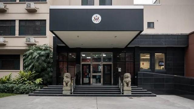来的真快!直播关闭美国驻成都领事馆,美国国内又迎来双重危机