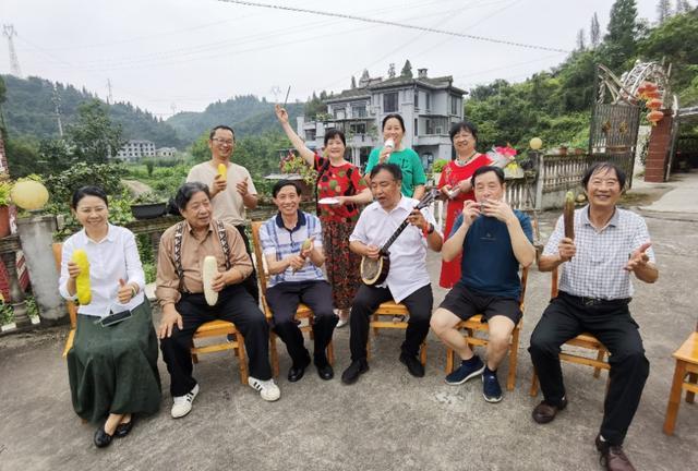 湖北宜昌:北京抗疫勇士回乡,民间文艺家编演戏曲欢迎,场景感人