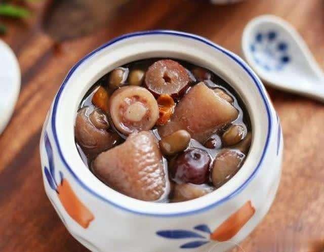 杜仲黑豆猪尾汤的做法_杜仲黑豆猪尾汤怎么做_【广... _美食天下