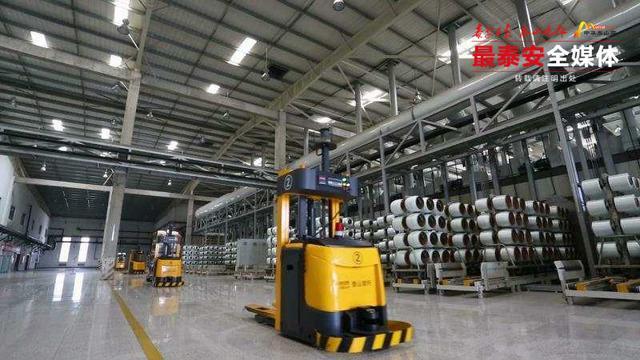年產能12萬噸 全球單線產能最大 泰山玻纖第六條無堿玻纖池窯拉絲生產線創佳績