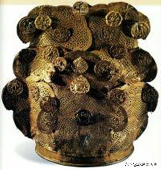 施工无意挖出夫妻墓,陪葬品全是黄金首饰,打破文化奇迹