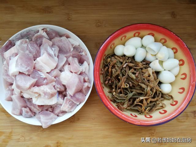 炖肉时,是先放肉还是先放葱姜,顺序错了,味道大不一样!