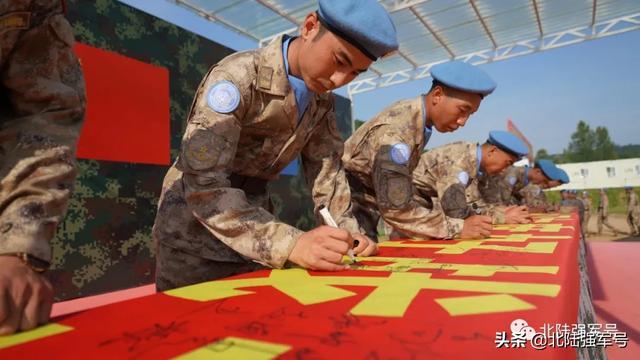 身着星空迷彩的中国第八批赴马里维和部队出征!