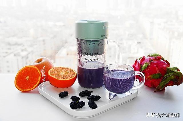 【派多乐女神榨汁杯】鲜榨桑葚草莓汁做法