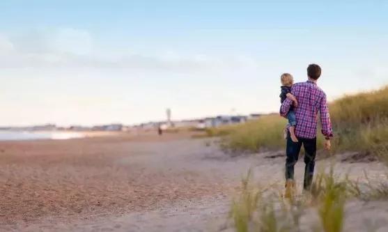 给予生命的父亲千篇一律,陪伴成长的父亲万里挑一(好文)