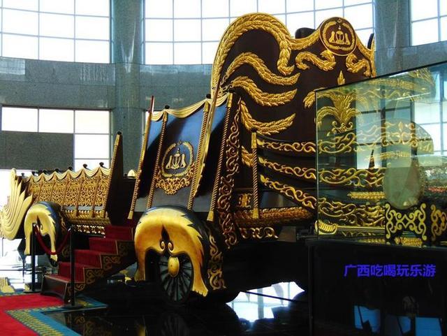 苏丹纪念馆:世界最大的私人住宅,皇室仪饰无比奢华(文莱游16)