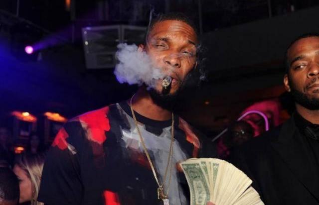 NBA球星抽雪茄誰最帥?詹姆斯像吐白沫,柯瑞一臉天真無邪,安東尼盡顯「社會瓜」風範!-黑特籃球-NBA新聞影音圖片分享社區
