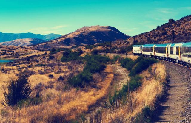 中国最美的10条火车旅行线路