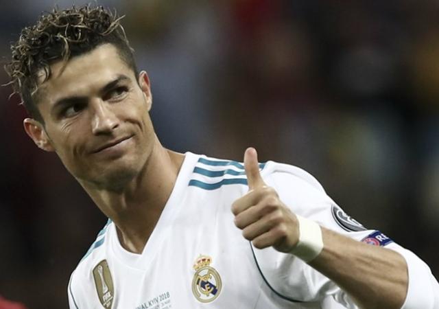梅西落榜了!FIFA游戏数据历史最佳阵容:重伤大罗仍拿第1高分