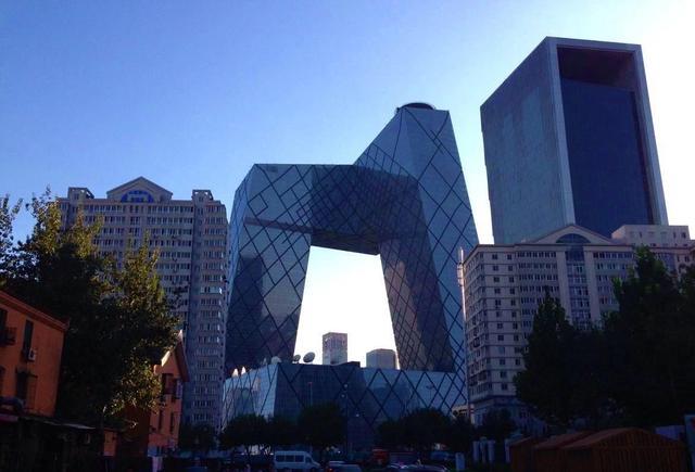 ...土豪国的新地标一亮相,才发现北京裤衩楼好看极了_手机网易网