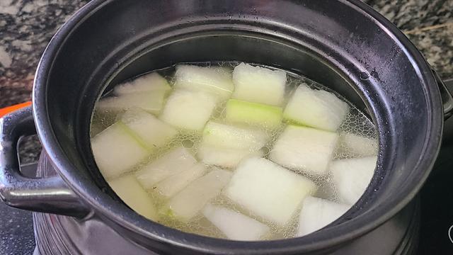 冬瓜这样的做法,广东人的最爱,简单营养味道不错,天热常喝