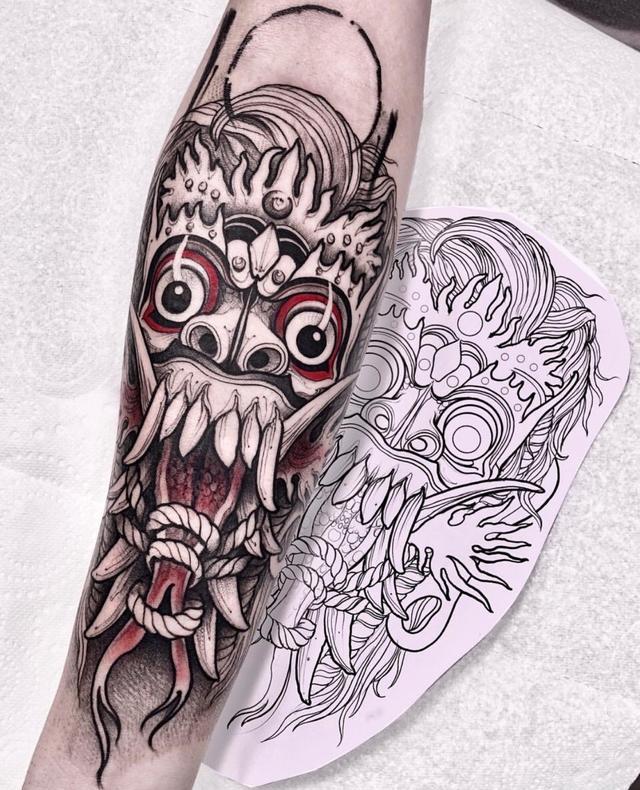 纹身图案男手臂字母