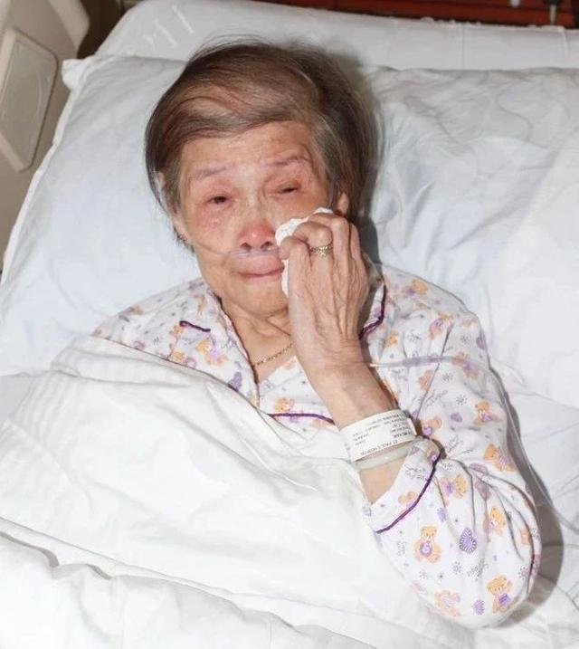 超孝顺!曝周润发每周亲自扶97岁母亲上轮椅饮茶