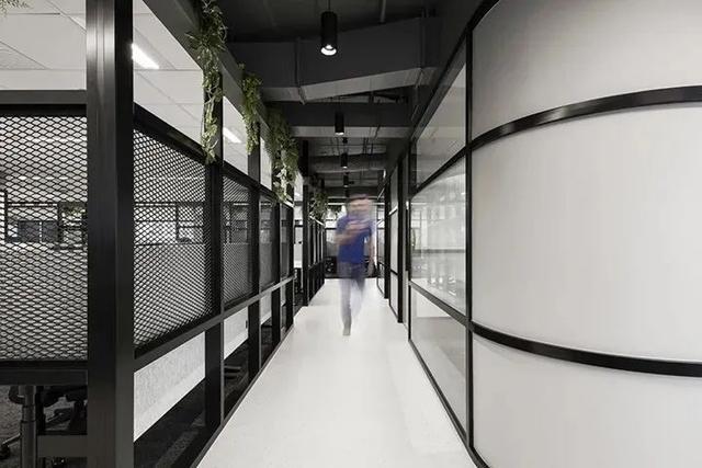 软件公司Deswik布里斯班办公室设计:暗调优雅,高端大气