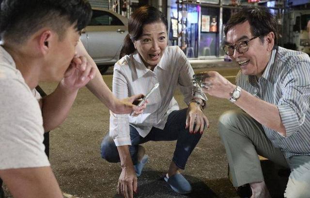 TVB绿叶三剧同时播出成剧霸,入行超半世纪,如今手握半亿房产