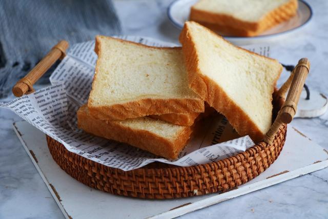 簡單幾步教你做吐司,不要揉面不要黃油,柔軟拉絲,比買的好還吃