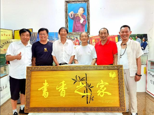 湖北宜昌:楠管四大金刚聚首,传承交流欢,女艺人当场下跪拜师