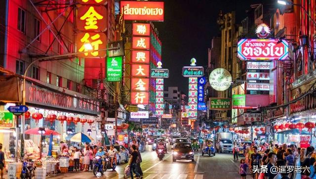 来泰国曼谷,看看席娜卡琳火车夜市,全程第一视角,尽情游玩。