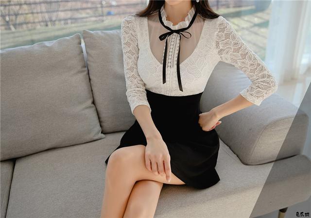 孙允珠:巴比伦圆环锁领浮雕白雪衣裙