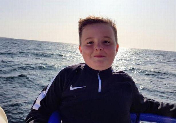 英12岁男孩腹痛早早入睡,却在梦中离奇死亡,家人悲痛:噩梦一场
