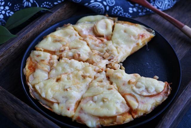 剩饅頭新吃法,加4個雞蛋攪一攪,出鍋比披薩還好吃!做法還簡單