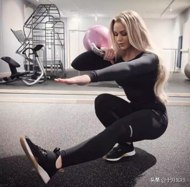 她身高155體重卻有130斤,不但不胖,還擁有著完美的身材比例