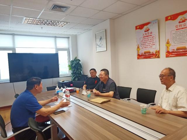神州酒典组委会陈坡主任和中国酒业协会理事长王琦会谈
