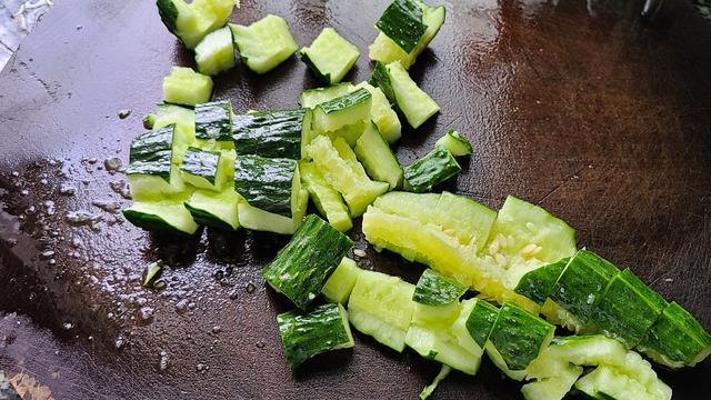 天气热经常吃这道凉拌菜,简单下饭又美味,看着都想吃呀