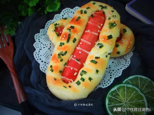 明日的早餐,你需要这样一个葱香面包来满足你的胃,口感非常柔软