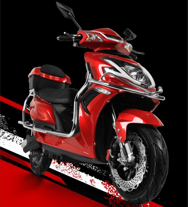 松吉推出一款高速电摩赛鹰,配备2000W电机,最高时速80km/h