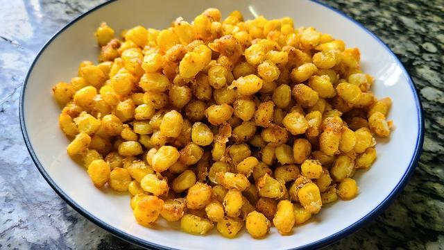 椒盐玉米段图片