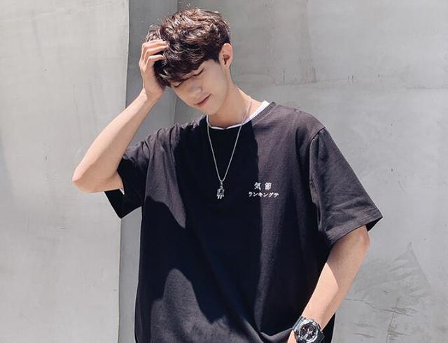 经典时尚的男短袖T恤,穿出夏日潮流范,透气又清凉