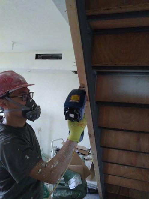 现代轻奢木质楼梯扶手