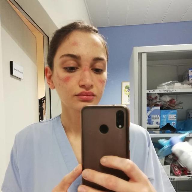 可爱护士戴口罩简笔画