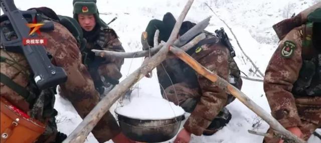 【雪水煮饺子,就是边防战士20岁生日礼物。】这才是我们的榜样。
