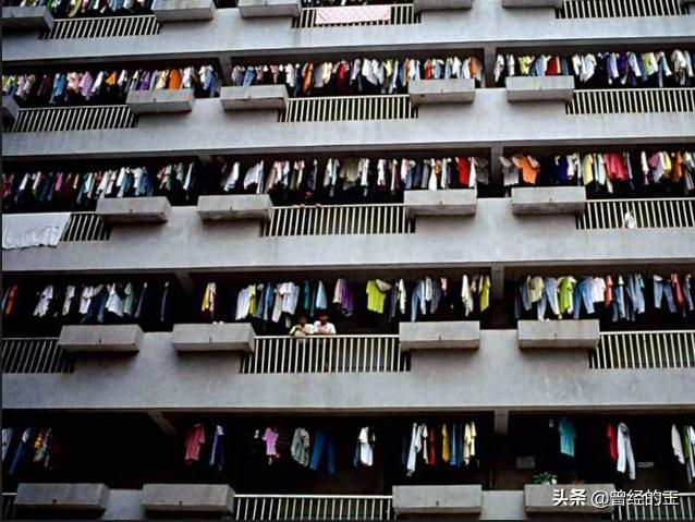 """一组老照片:80年代南下深圳淘金潮中的""""外来打工妹""""贵州人居多"""