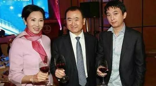 王健林妻子林宁近照,才华与美貌于一身,和赵薇很要好!