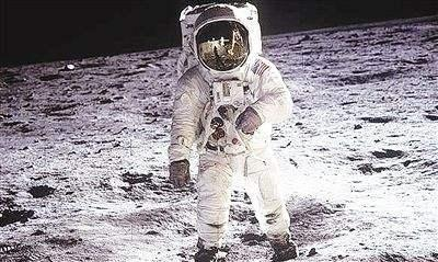 美国焦急如焚,为何一定要赶在中国之前重返月球?