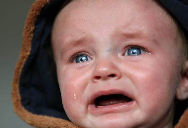 """""""再哭不要你了,别哭了""""妈妈错了!允许孩子哭比逗孩子笑重要"""