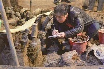 古墓中的三大文物,一件现在技术无法复制,一件预言2040年中国?