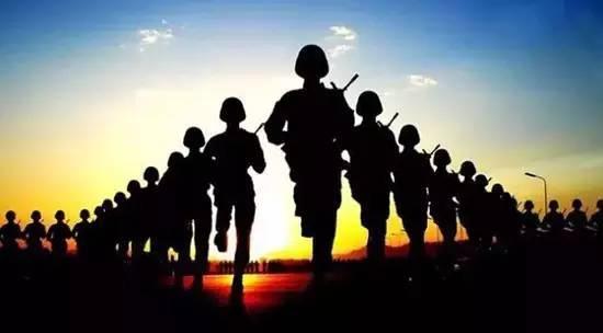 军队文职人员和现役军人,待遇都很好,但日常管理大有不同