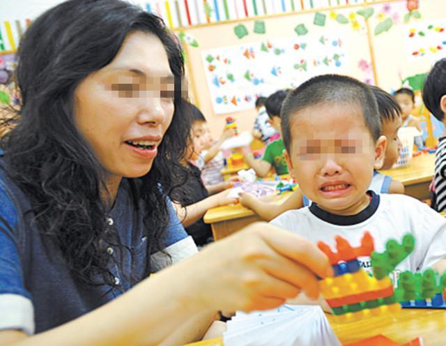 """女儿在幼儿园毯子被偷,宝妈手写""""寻物启事"""",网友看后直呼高明"""