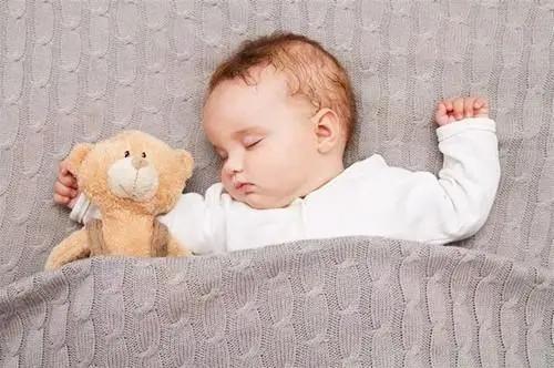 宝睡觉易惊醒、打鼾、喜欢奶睡……这些睡眠难题怎么破?