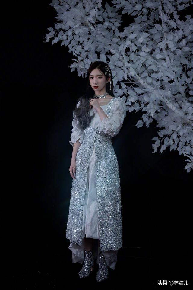 连赵丽颖宋茜都爱上裙子+靴子的搭配,谁说甜美和帅气不能兼顾?