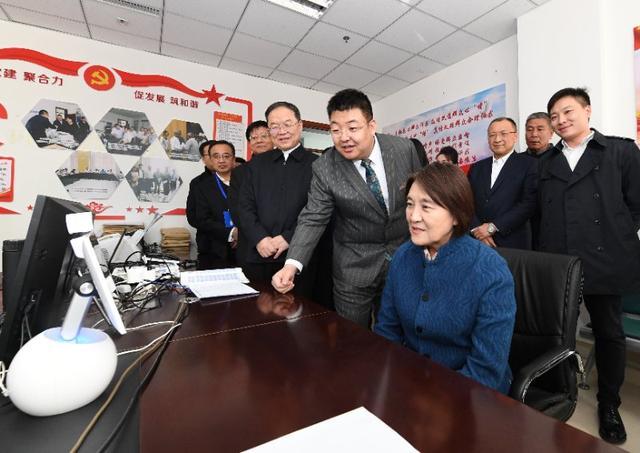 布小林当选内蒙古自治区主席 系法学科班出身--地方领导--人民网