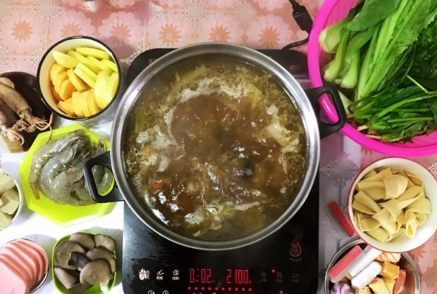 冬日菜品――牛尾骨火锅