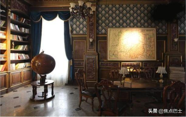 参观张艺兴现实中的家,书房装修像上世纪风格,拍戏都不用布景了