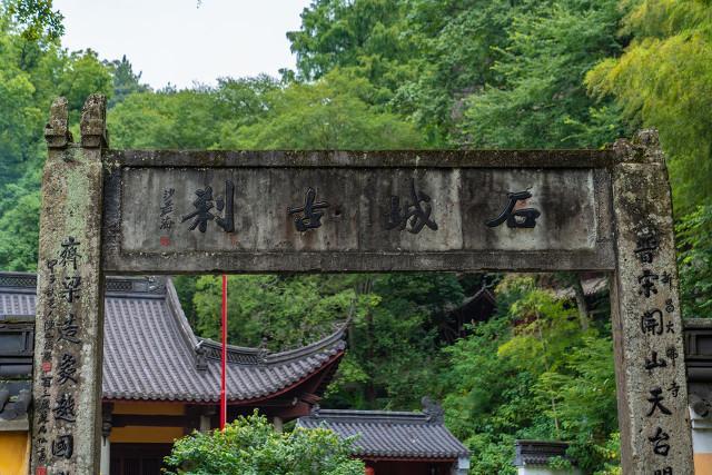 浙江新昌,一座寺院用30年时光,只为打造一个千年石佛